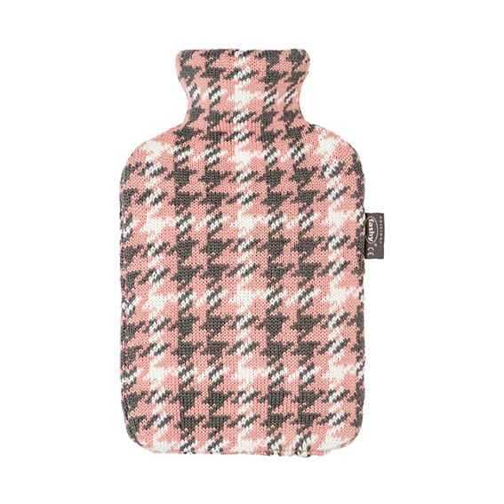 Wärmeflasche mit Strickbezug Karo